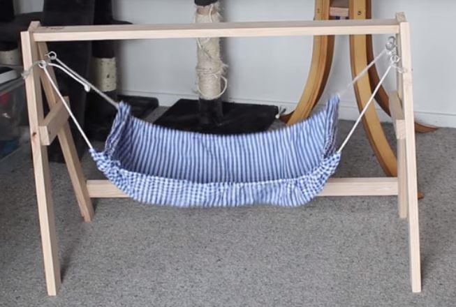 comment fabriquer un hamac pour chat en 10 tapes simples. Black Bedroom Furniture Sets. Home Design Ideas